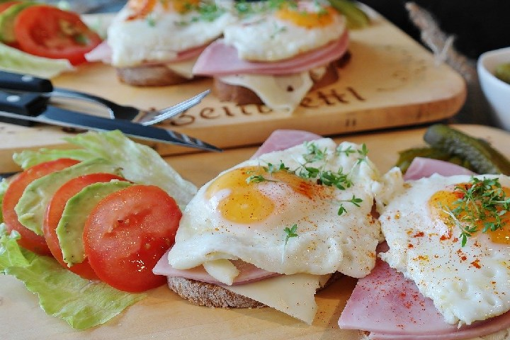 Bread With Egg and Tomato