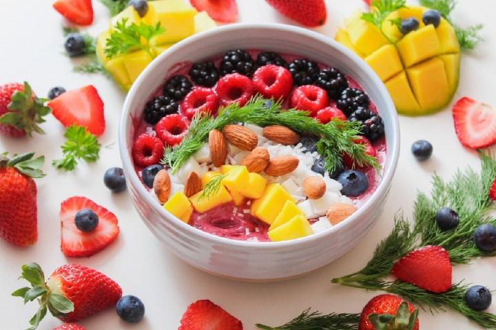 Oatmeal Porridge With Banana and Strawberries